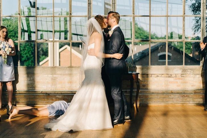 Мысобрали 18фотографий, которые показывают, как нелегко быть подружкой невесты идругом жениха