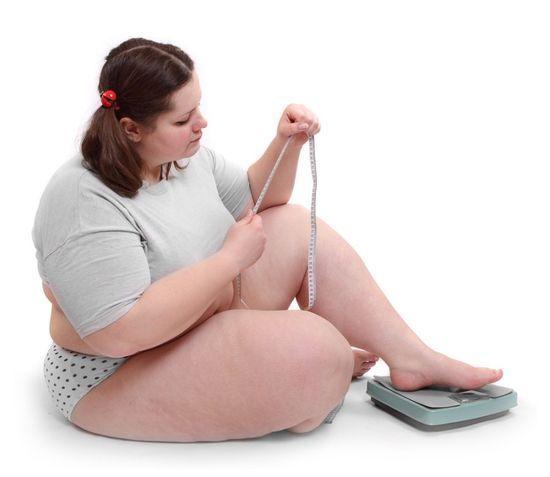 Липкі, жирні повіки - чому вони потіють і що робити?