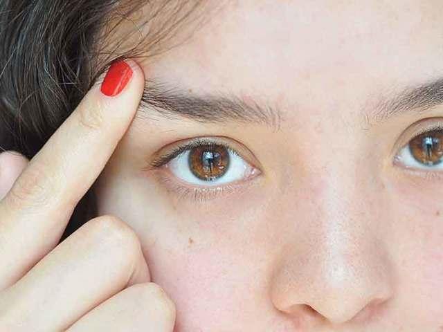 Випадають брови - причини, фото і що робити?