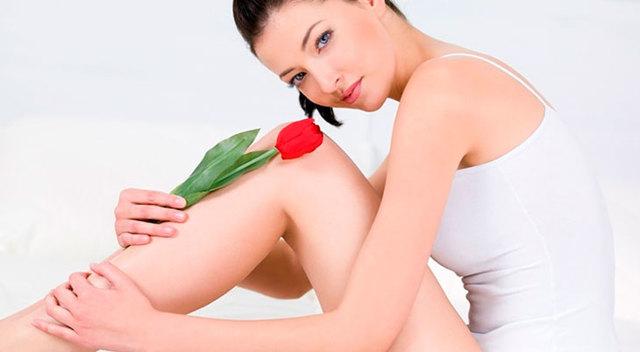 Чому у жінок виникають виділення з неприємним запахом і як це лікувати