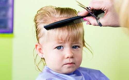 Чи потрібно стригти дитину в рік? 10 аргументів