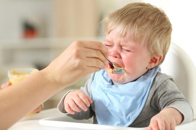 Дитина не їсть з ложки: 6 причин і 6 правил введення прикорму