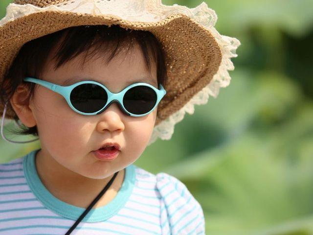 Як вибрати сонцезахисні окуляри дітям: 7 порад лікаря, які окуляри краще