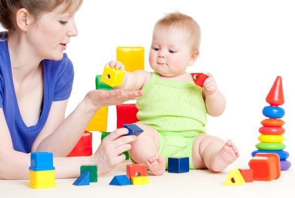 Коли дитина починає гуліть і агукать: етапи вимови звуків, як навчити агукать і говорити